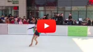 Eiskunstlauf auf Kunststoff-Eis (Link zum Video).