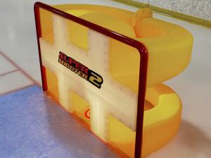 Eingebaute Kanäle befördern den Puck zurück zum Spieler.